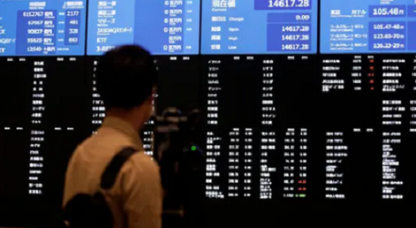 Is there going to be stock market crash anytime soon? Can a first-timer invest now?