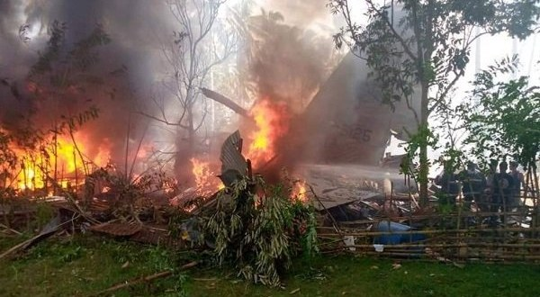 VIDEO: Multiple people dead as Philippine military plane crashes